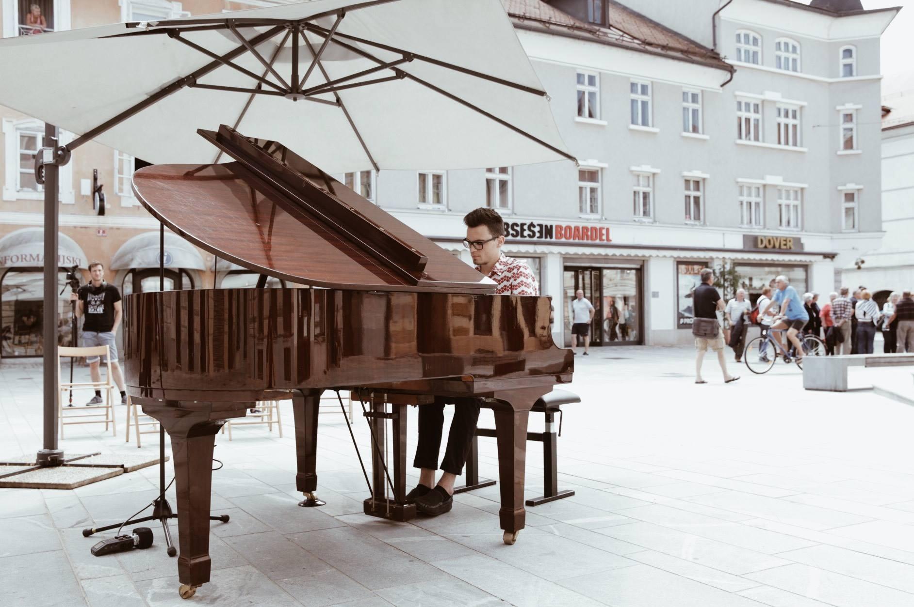 4,5 Koncert za mesto in klavir 2018. Foto Taja Košir Popovič2