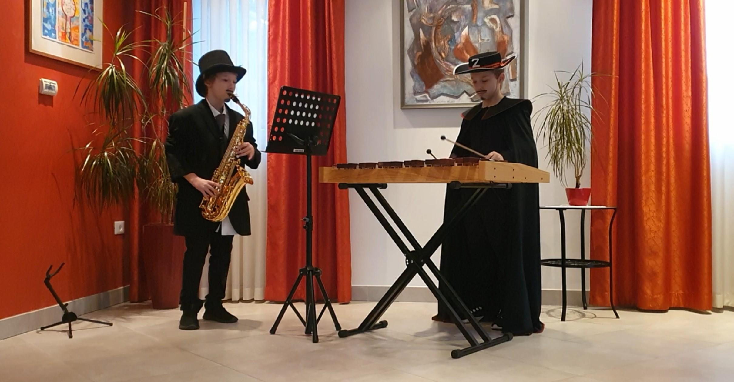 Pustni nastop – učenca Miha in Vito Grohar iz GŠ Vinka Vodopivca Ajdovščina